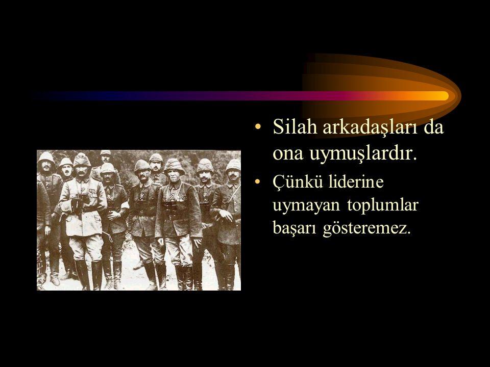 Lider toplumu yöneten ve onlara yön veren kişidir. Atatürk gibi. Kurtuluş savaşında liderliğimizi Atatürk yapmıştır.