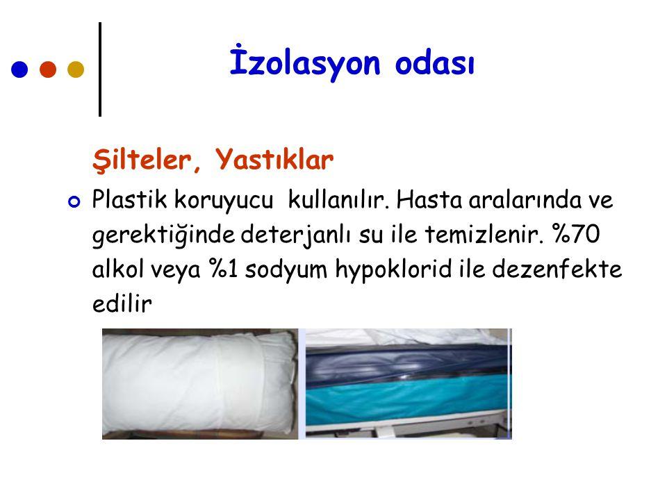 İzolasyon odası Şilteler, Yastıklar Plastik koruyucu kullanılır. Hasta aralarında ve gerektiğinde deterjanlı su ile temizlenir. %70 alkol veya %1 sody