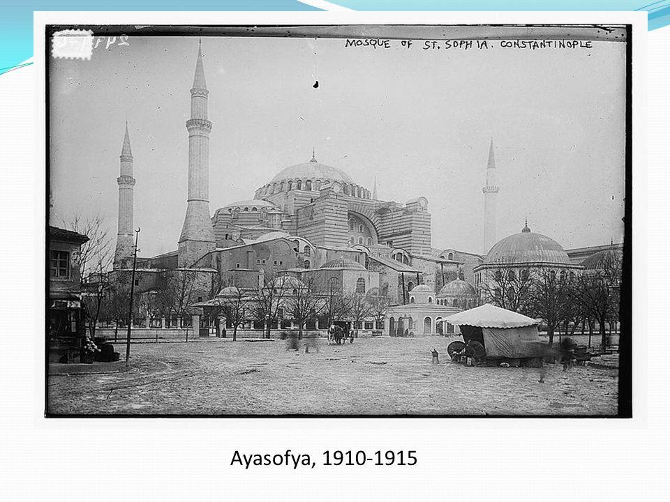 Müze dönemi : Ayasofya Türkiye Cumhuriyeti'nin kurucusu Mustafa Kemal Atatürk'ün isteği üzerine, Bakanlar Kurulu'nun 24 Kasım 1934 tarih ve 7/1589 sayılı kararıyla müzeye çevrilmiştir.