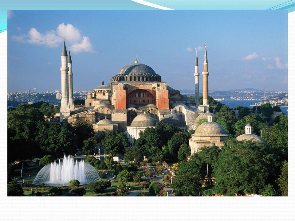 Bizans'ın ilk kilisesi olarak kabul edilen Aya İrini Kilisesi, Konstantin tarafından 330'lu yıllarda inşa ettirilmiştir.