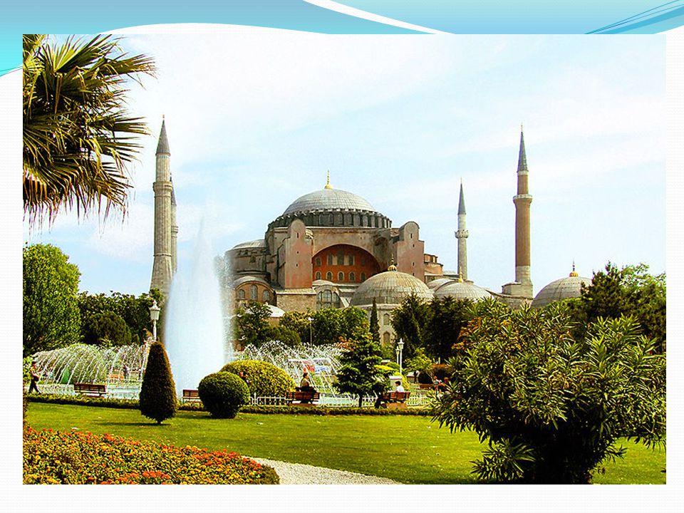Ayırt edici özellikleri : 15 yüzyıl boyunca ayakta duran bu yapı sanat tarihi ve mimarlık dünyasının baş yapıtları arasında yer alır ve büyük kubbesiyle Bizans mimarisinin bir simgesi olmuştur.