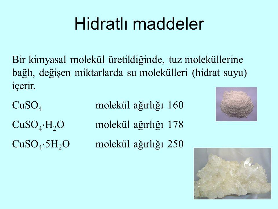 Hidratlı maddeler Bir kimyasal molekül üretildiğinde, tuz moleküllerine bağlı, değişen miktarlarda su molekülleri (hidrat suyu) içerir. CuSO 4 molekül