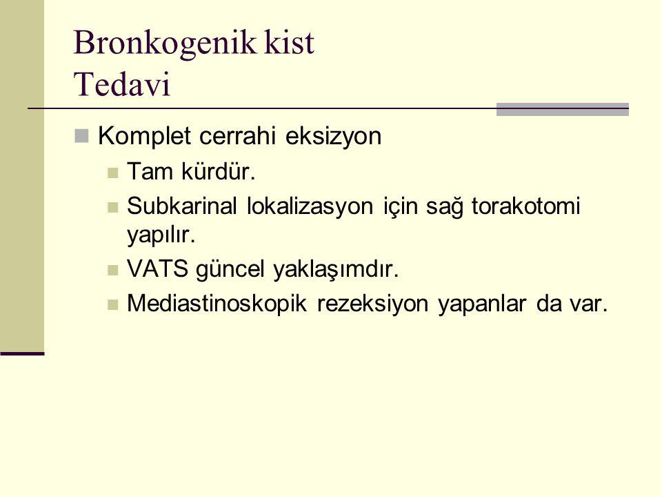 Bronkogenik kist Tedavi Komplet cerrahi eksizyon Tam kürdür. Subkarinal lokalizasyon için sağ torakotomi yapılır. VATS güncel yaklaşımdır. Mediastinos