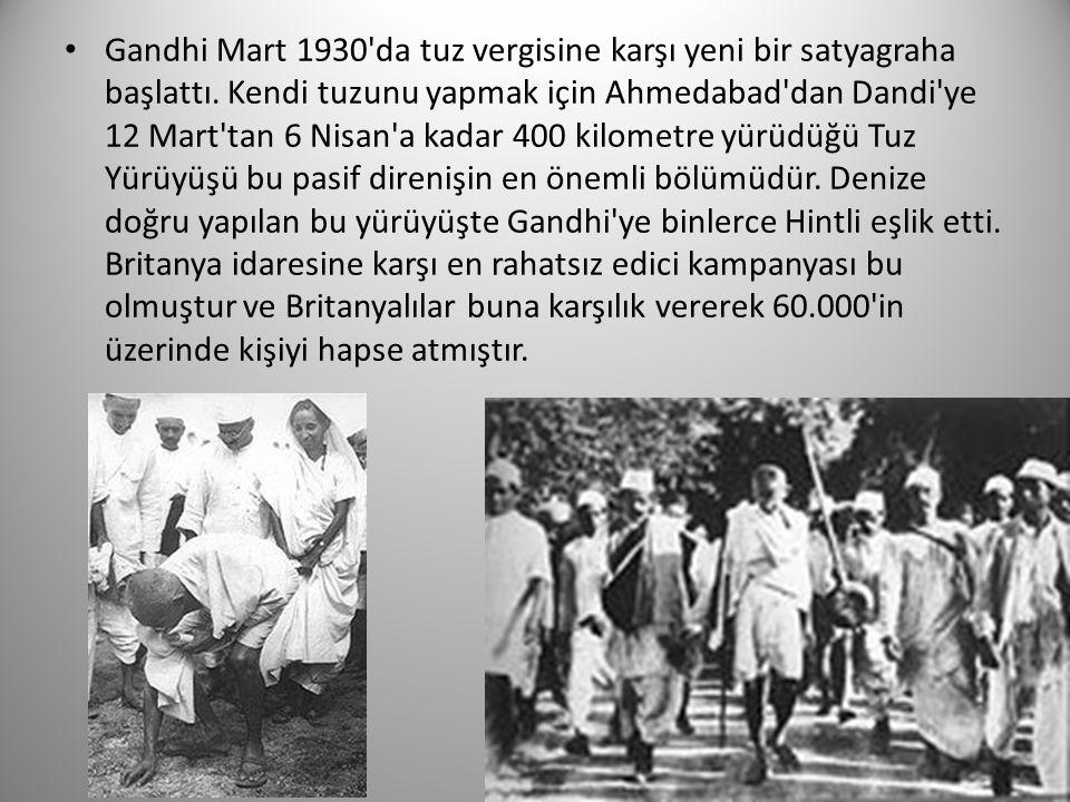Gandhi Mart 1930'da tuz vergisine karşı yeni bir satyagraha başlattı. Kendi tuzunu yapmak için Ahmedabad'dan Dandi'ye 12 Mart'tan 6 Nisan'a kadar 400