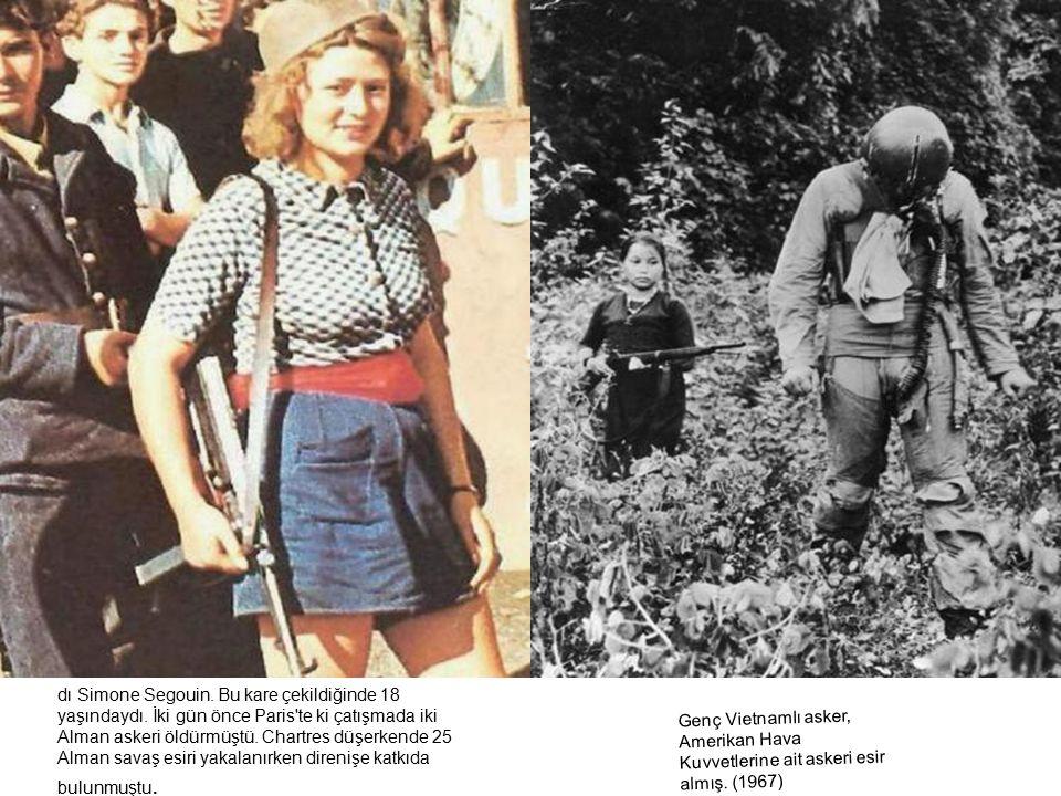 u fotoğrafa Fransız direnişçileri Alman askerleri ile savaşın ortasında görüyoruz. Fotoğraftaki en çarpıcı nokta şortlu ve asker şapkalı kadın direniş