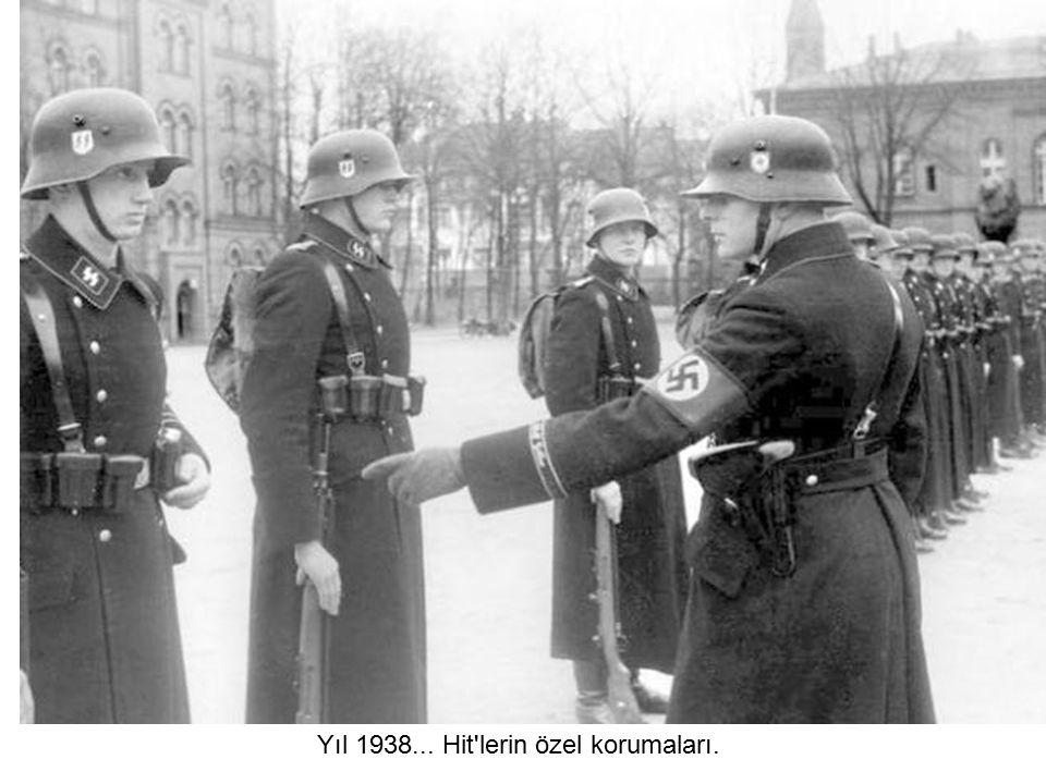 Nazi SS birlikleri Berlin'de kestirirken... (1936)
