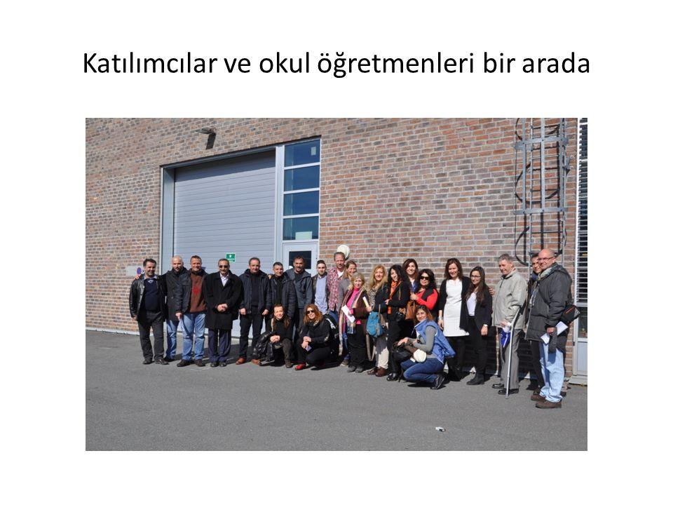 Katılımcılar ve okul öğretmenleri bir arada