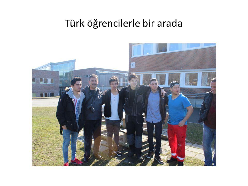 Türk öğrencilerle bir arada