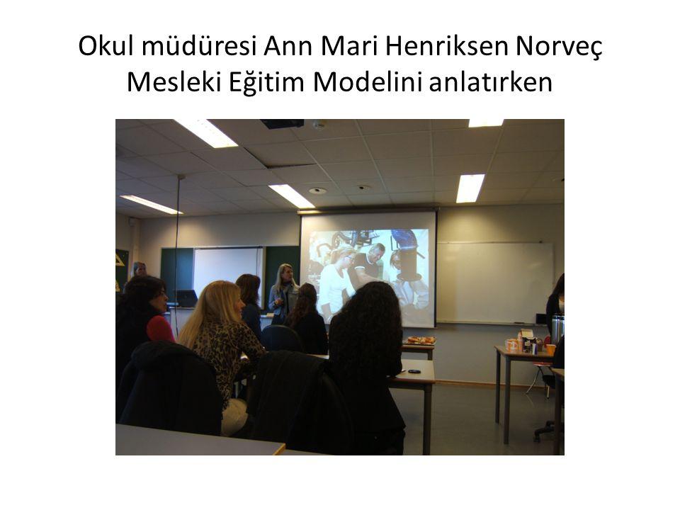 Okul müdüresi Ann Mari Henriksen Norveç Mesleki Eğitim Modelini anlatırken