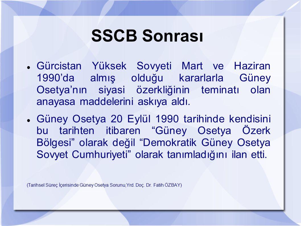 SSCB Sonrası Gürcistan Yüksek Sovyeti Mart ve Haziran 1990'da almış olduğu kararlarla Güney Osetya'nın siyasi özerkliğinin teminatı olan anayasa madde