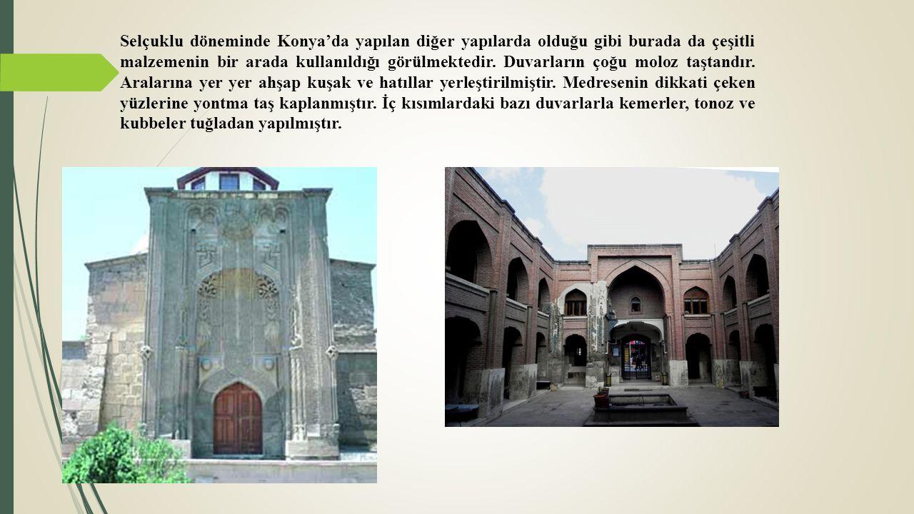 Selçuklu döneminde Konya'da yapılan diğer yapılarda olduğu gibi burada da çeşitli malzemenin bir arada kullanıldığı görülmektedir. Duvarların çoğu mol