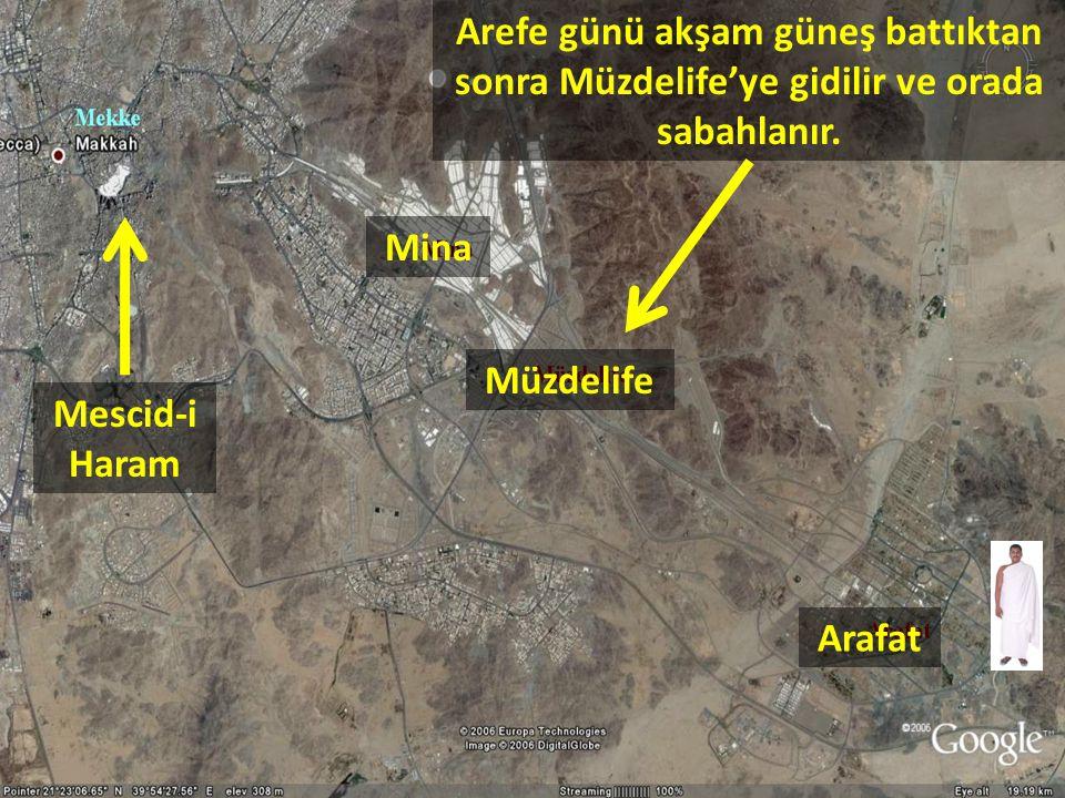 Arefe günü akşam güneş battıktan sonra Müzdelife'ye gidilir ve orada sabahlanır. Arafat Müzdelife Mina Mescid-i Haram
