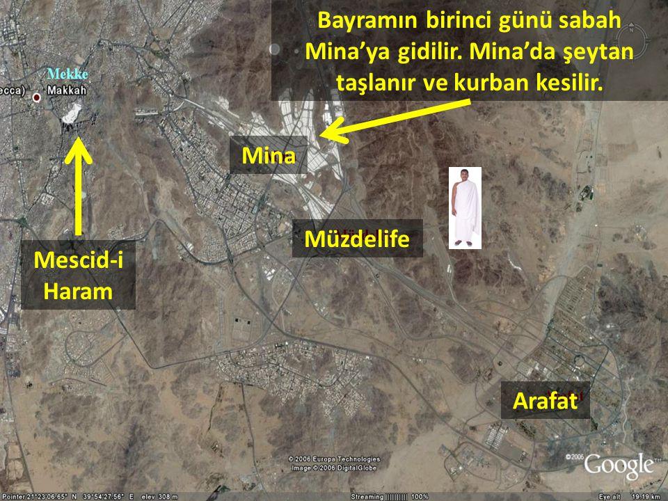 Bayramın birinci günü sabah Mina'ya gidilir. Mina'da şeytan taşlanır ve kurban kesilir. Arafat Müzdelife Mina Mescid-i Haram