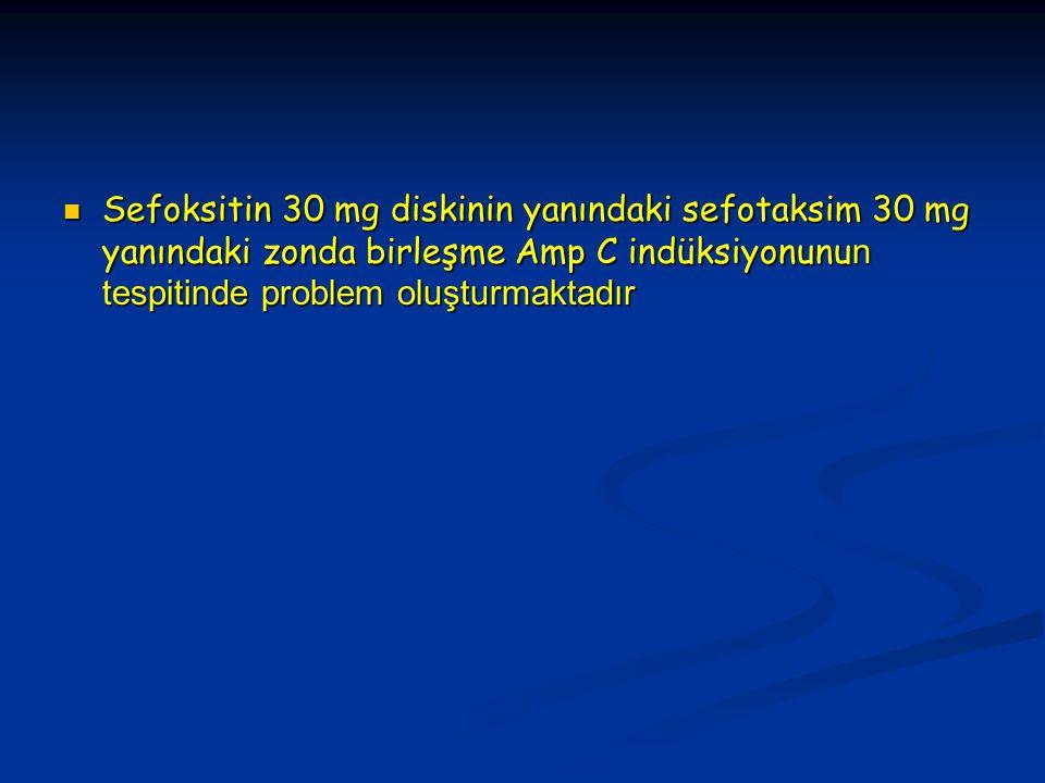 Sefoksitin 30 mg diskinin yanındaki sefotaksim 30 mg yanındaki zonda birleşme Amp C indüksiyonunu n tespitinde problem oluşturmaktadır Sefoksitin 30 mg diskinin yanındaki sefotaksim 30 mg yanındaki zonda birleşme Amp C indüksiyonunu n tespitinde problem oluşturmaktadır