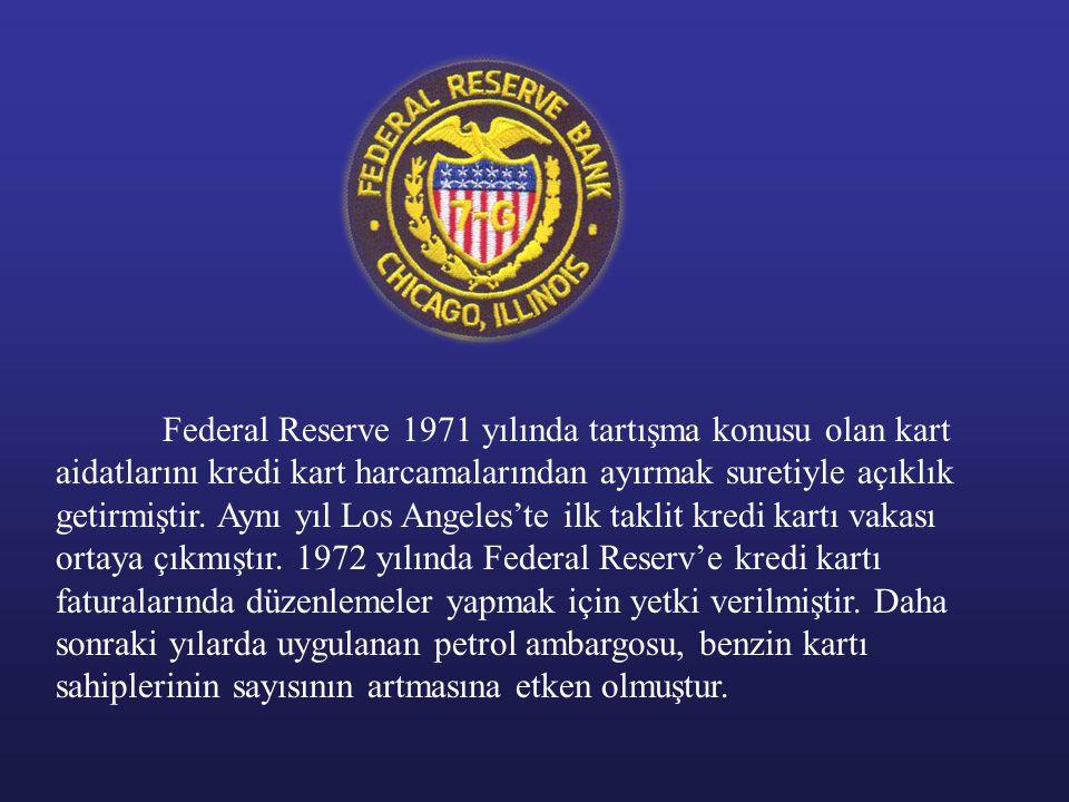 Federal Reserve 1971 yılında tartışma konusu olan kart aidatlarını kredi kart harcamalarından ayırmak suretiyle açıklık getirmiştir. Aynı yıl Los Ange