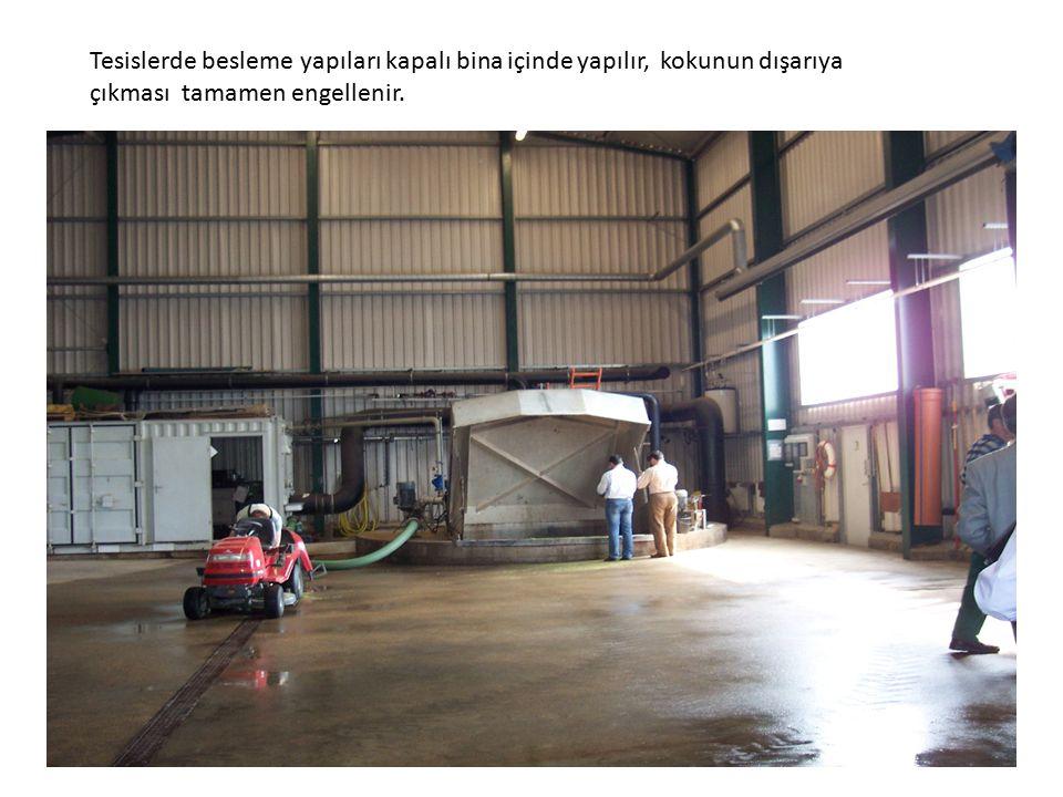 Tesislerde besleme yapıları kapalı bina içinde yapılır, kokunun dışarıya çıkması tamamen engellenir.