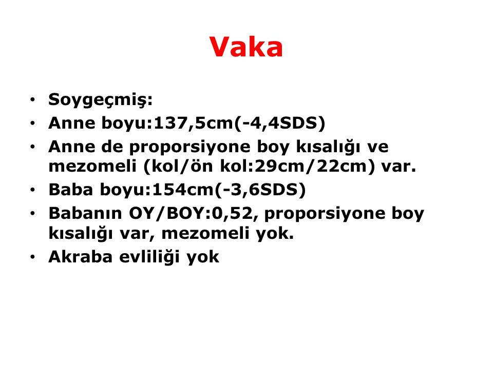 Fizik muayene Boy:137cm(-4,24SDS),Ağ:35,5kg(-3,79SDS) MPH:139,3cm(-4,05SDS) Oturma yüksekliği /boy oranı :0.6 (uzun gövde) Kulaç boyu:129cm, kulaç boyu-boy:-8cm (<-2SD) Kol/ön kol: 30cm/26,5cm (>1) Üst bacak/bacak:40cm/32cm (>1) Genu valgusu (+) Cubitus valgus (+) Bilateral el bileklerinde deformite mevcut.