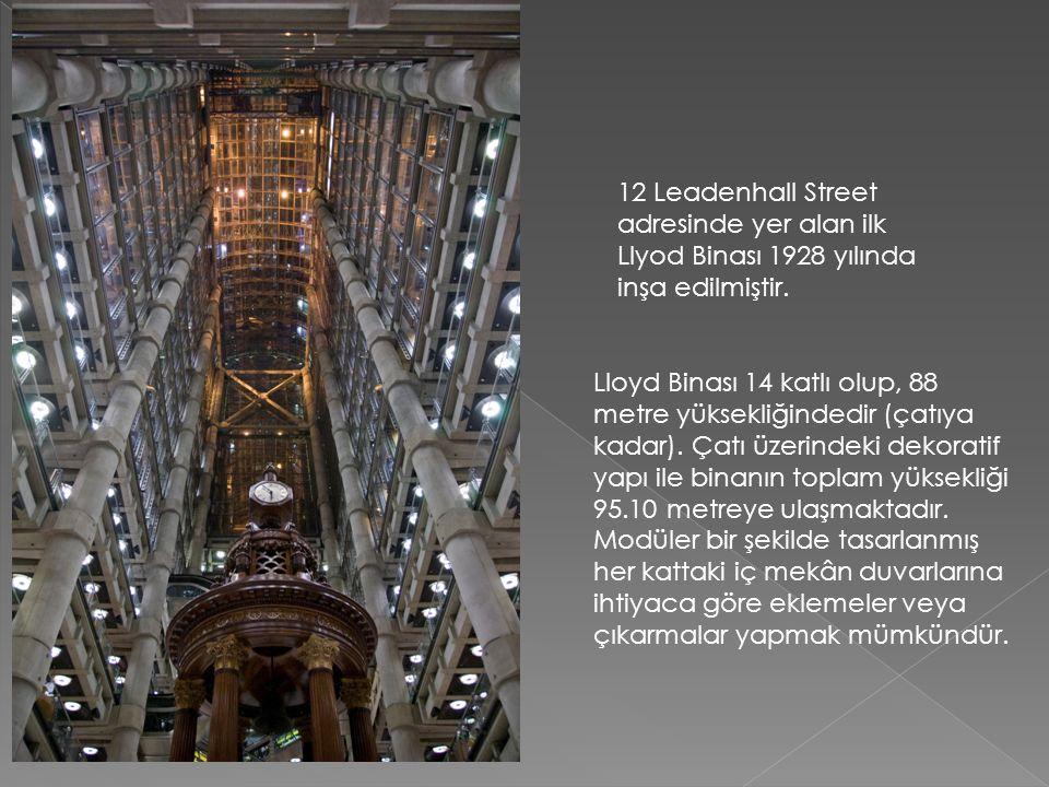12 Leadenhall Street adresinde yer alan ilk Llyod Binası 1928 yılında inşa edilmiştir. Lloyd Binası 14 katlı olup, 88 metre yüksekliğindedir (çatıya k