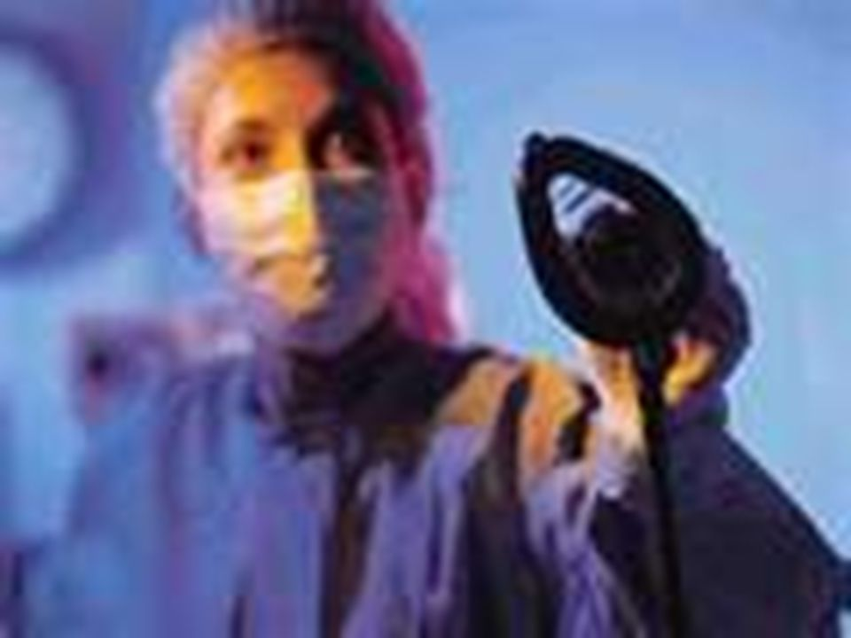  Anestezi teknikeri; her türlü ameliyatta hastanın uyutulması ile ilgili tıbbi yöntemleri hekimin talimatına göre uygulayan,anestezi işlerinde hekime yardımcı olan sağlık meslek elemanıdır.