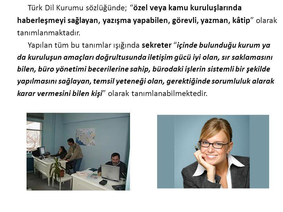 """Türk Dil Kurumu sözlüğünde; """"özel veya kamu kuruluşlarında haberleşmeyi sağlayan, yazışma yapabilen, görevli, yazman, kâtip"""" olarak tanımlanmaktadır."""