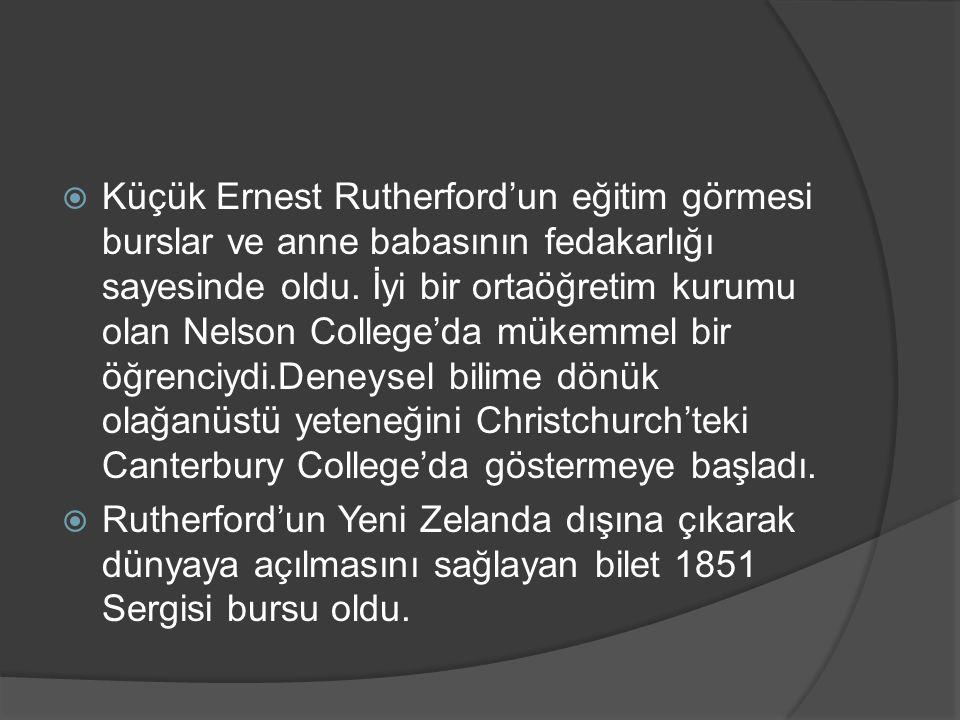  Küçük Ernest Rutherford'un eğitim görmesi burslar ve anne babasının fedakarlığı sayesinde oldu. İyi bir ortaöğretim kurumu olan Nelson College'da mü