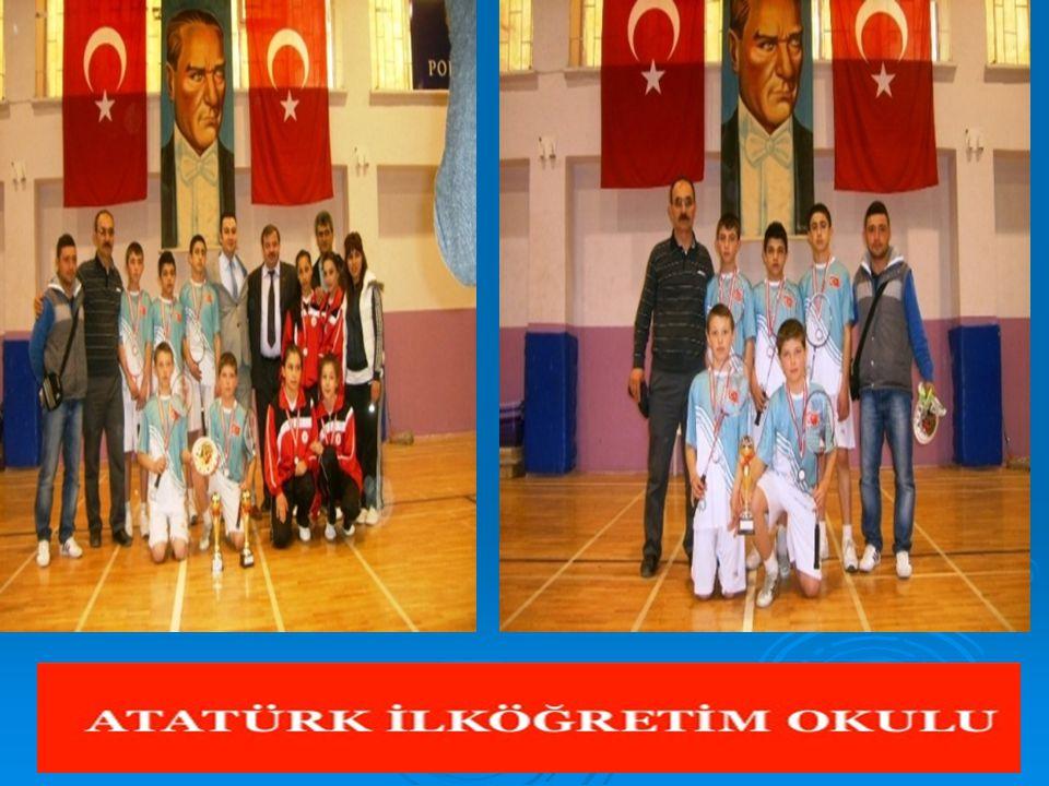  Pazarlar ve Hisarcık ilçelerinden öğrenciler, iki takım halinde Mersin'de yapılacak Badminton Türkiye Finalleri ne katılmak üzere yola çıktılar  Türkiye Okul Sporları Federasyonu nun (TOSF) faaliyet programı gereğince Bilecik'te yapılan Badminton Bölge Elemelerinde ilk 4'e giren Pazarlar ve Hisarcık ilçelerinden öğrenciler, iki takım halinde Mersin'de yapılacak Badminton Türkiye Finalleri ne katılmak üzere yola çıktılar.