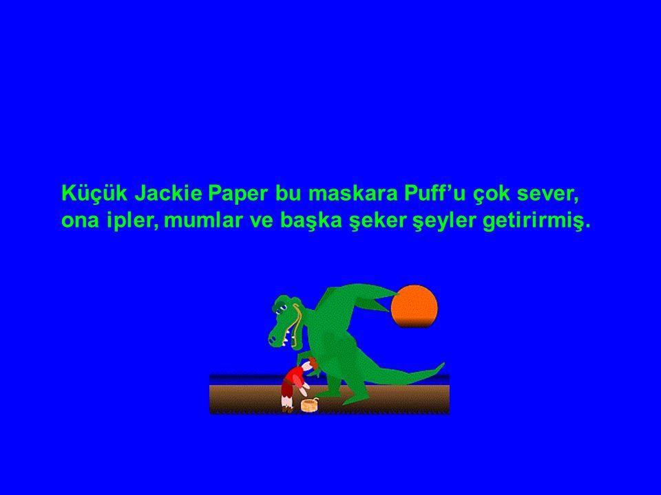 Küçük Jackie Paper bu maskara Puff'u çok sever, ona ipler, mumlar ve başka şeker şeyler getirirmiş.