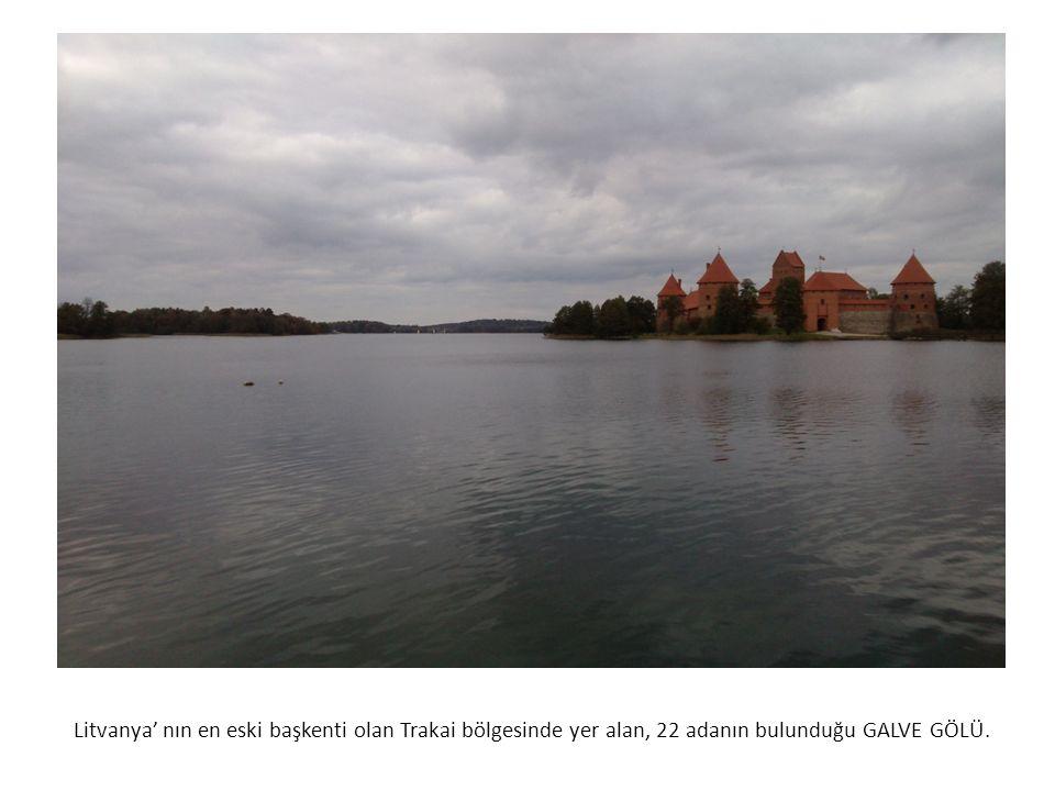 Litvanya' nın en eski başkenti olan Trakai bölgesinde yer alan, 22 adanın bulunduğu GALVE GÖLÜ.