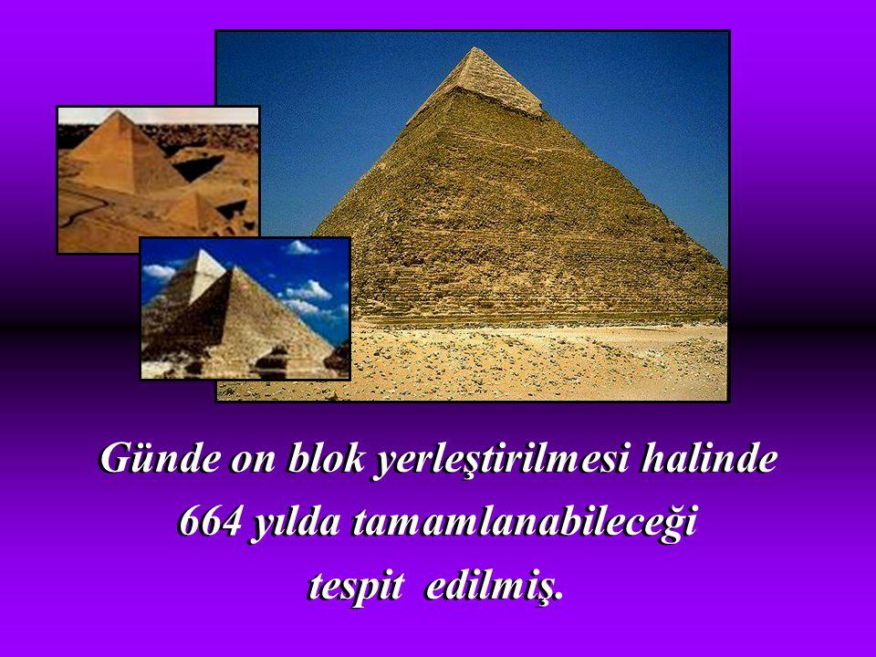 """""""Keops"""" piramidi (M.Ö. 2560) Dünyanın 7 harikasından biridir. 12 ton ağırlığında iki buçuk milyon bloktan oluşuyor. """"Keops"""" piramidi (M.Ö. 2560) Dünya"""