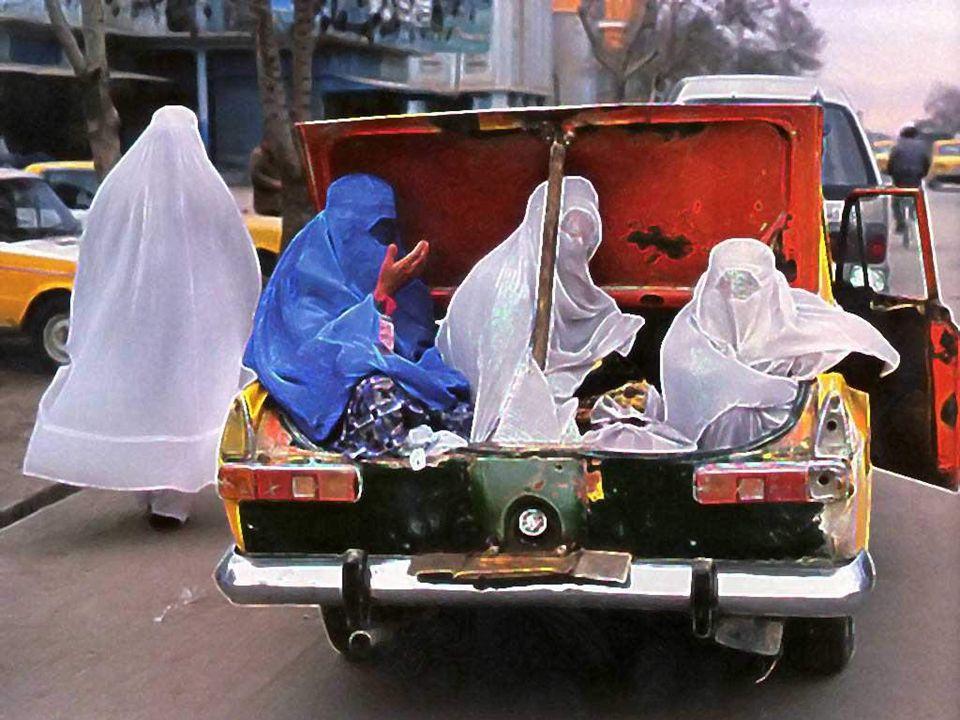Las mujeres viajan en los maleteros de los taxis Kadınlar çok defa taksilerin bagajlarında seyahat ederler....