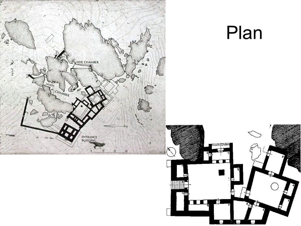 Yazılıkaya Kaya Tapınağı, Aşağı Şehir deki Büyük Tapınağın yaklaşık 1,5 km.