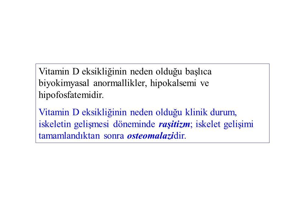 Vitamin D eksikliğinin neden olduğu başlıca biyokimyasal anormallikler, hipokalsemi ve hipofosfatemidir.