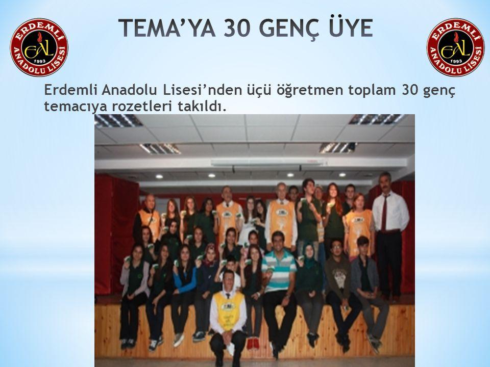 TEMA Vakfı Erdemli Temsilcisi Haluk Gülle, Erdemli Anadolu Lisesinden üçü öğretmen toplam 30 genç temacıya rozetlerini düzenlenen törenle taktı.