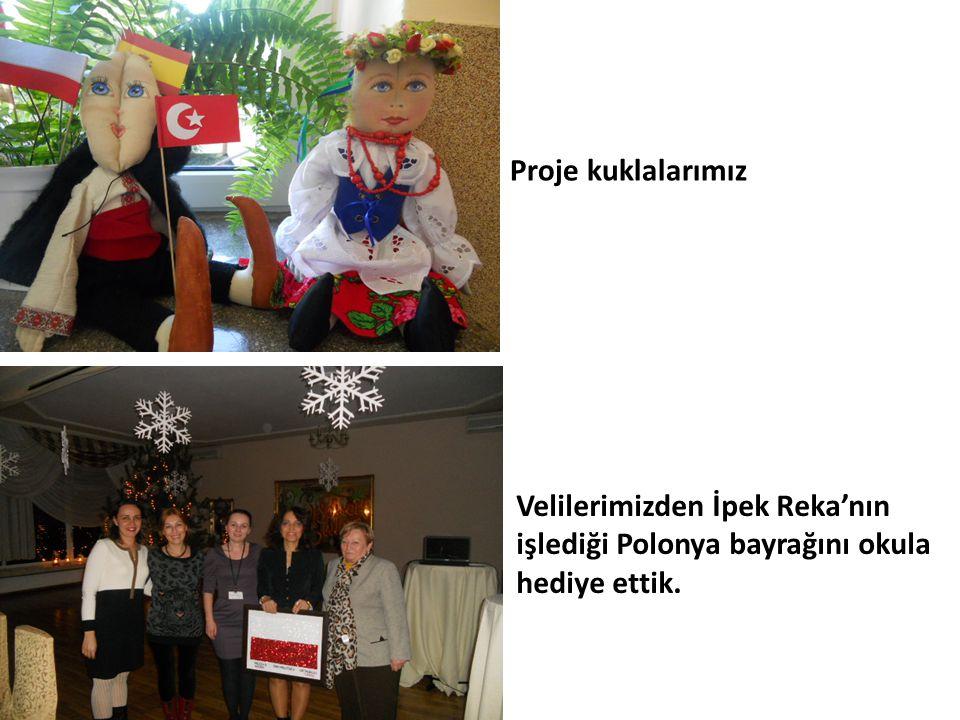 Proje kuklalarımız Velilerimizden İpek Reka'nın işlediği Polonya bayrağını okula hediye ettik.