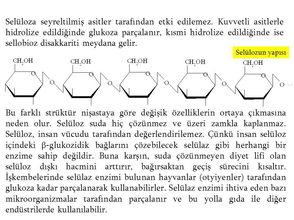 Selüloza seyreltilmiş asitler tarafından etki edilemez. Kuvvetli asitlerle hidrolize edildiğinde glukoza parçalanır, kısmi hidrolize edildiğinde ise s