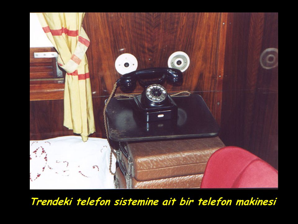 Trendeki telefon sistemine ait bir telefon makinesi
