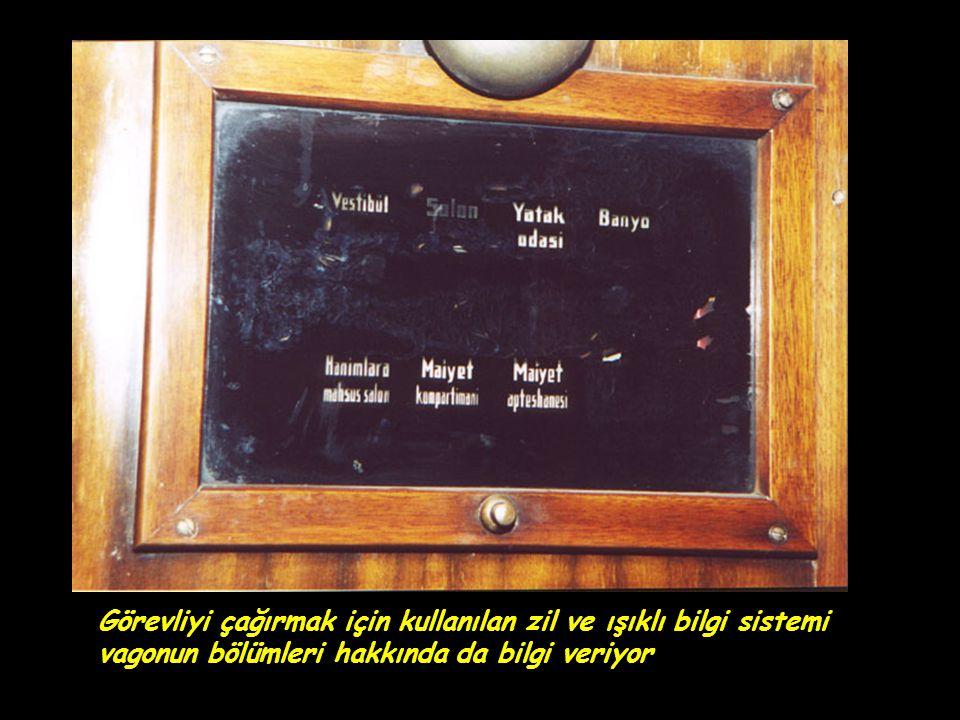 Görevliyi çağırmak için kullanılan zil ve ışıklı bilgi sistemi vagonun bölümleri hakkında da bilgi veriyor