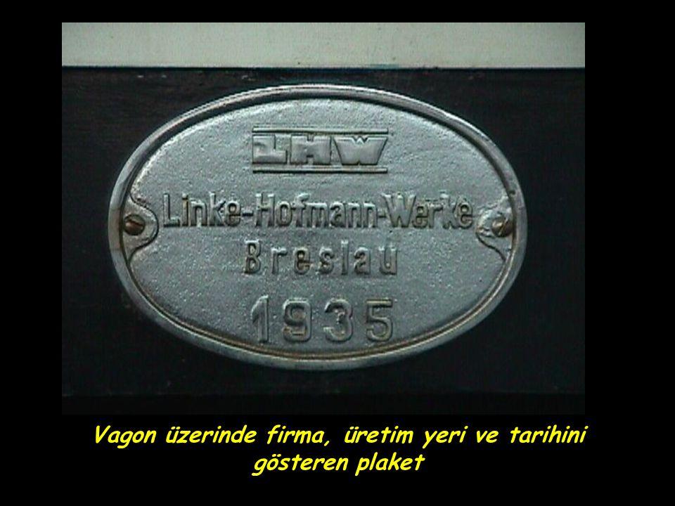 Vagon üzerinde firma, üretim yeri ve tarihini gösteren plaket