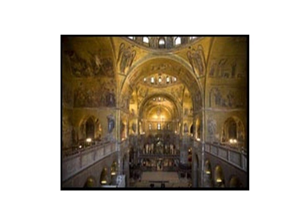 Kilise, Bizans mimarisinde bir dönem sıkça uygulanan Yunan haçı planındadır.Dört eşit kolun herbiri bir koridor ve kolların kesişiminde oluşmuş bir orta açıklık planın esasını oluşturur.Her kol ve orta açıklık birer kubbe ile örtülüdür.Kubbeler pandantifler yardımıyla ayaklara ve sütunlara otururlar.