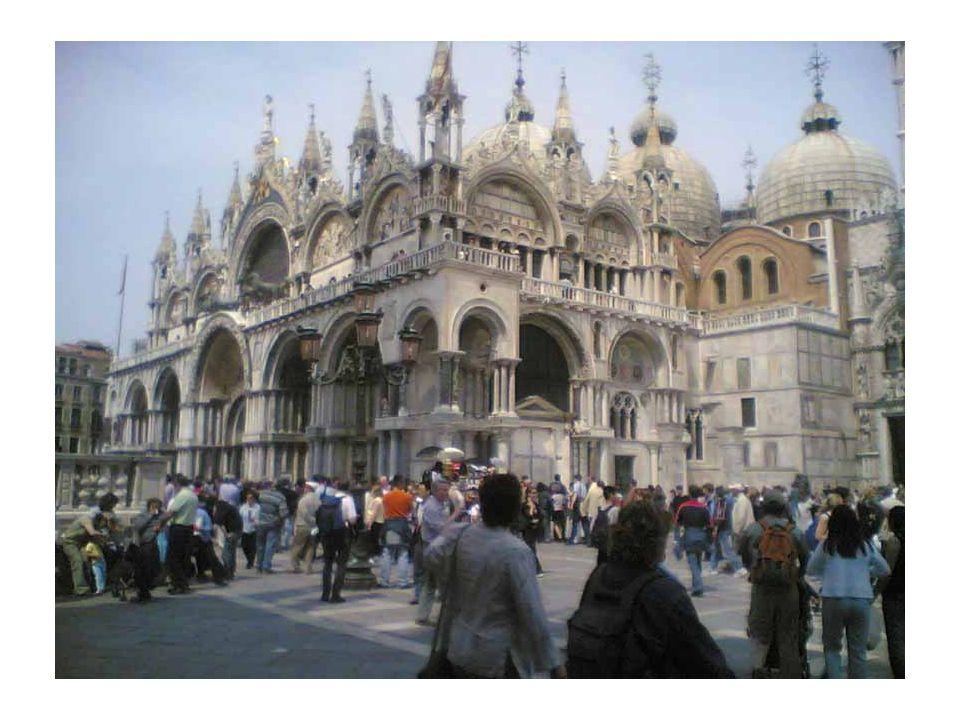 Meydan günümüzde bir uygarlık merkezi olmayı sürdürmektedir.Napoleon'un San Marco Meydanı için Avrupa'nın Salonu dediği söylenir.