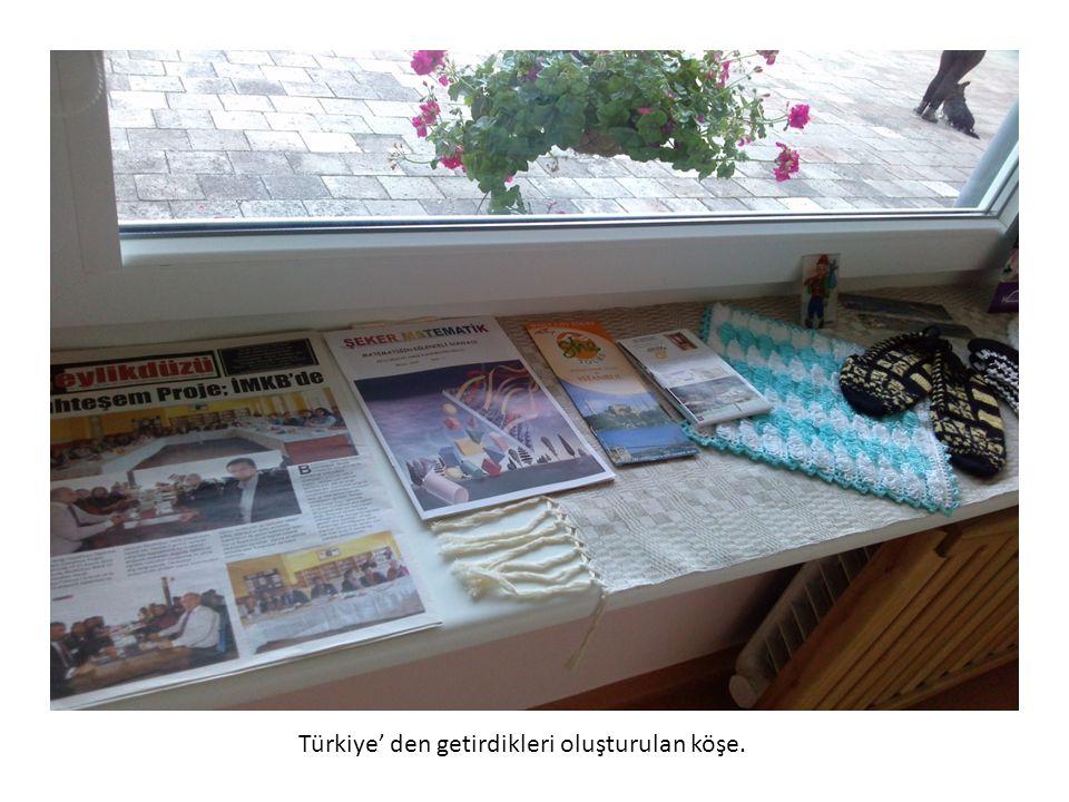 Türkiye' den getirdikleri oluşturulan köşe.