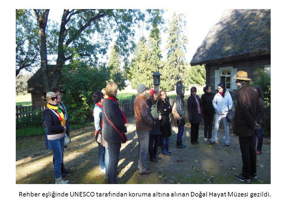 Rehber eşliğinde UNESCO tarafından koruma altına alınan Doğal Hayat Müzesi gezildi.