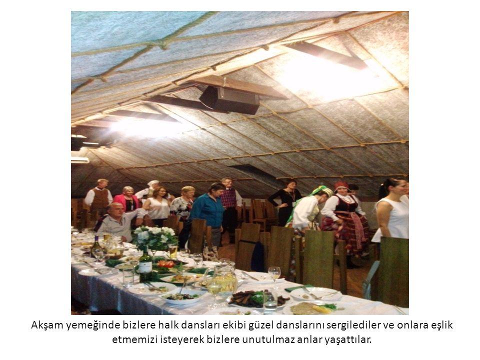 Akşam yemeğinde bizlere halk dansları ekibi güzel danslarını sergilediler ve onlara eşlik etmemizi isteyerek bizlere unutulmaz anlar yaşattılar.