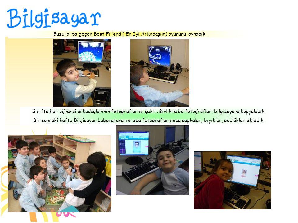 Sınıfta her öğrenci arkadaşlarının fotoğraflarını çekti.