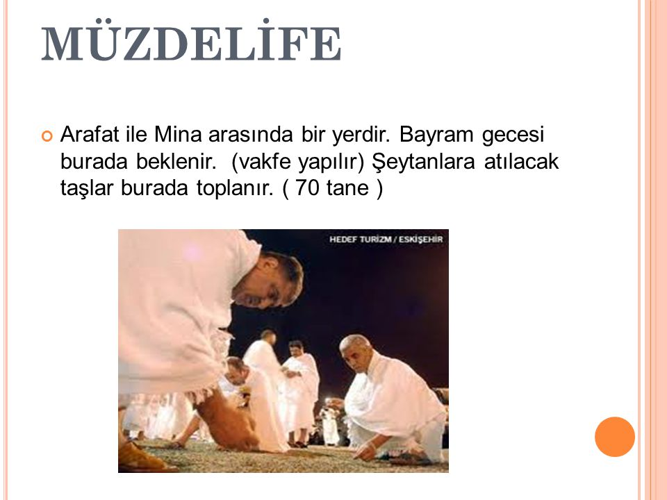 HAC KİMLERE VE NE ZAMANFARZDIR Aşağıdaki şartları taşıyanlara hacca gitmek farz olur: 1 ) Akilli olmak, 2) Erginlik çağına gelmiş olmak, 3) Müslüman olmak, 4) Hür olmak, 5) Haccın farz olduğunu bilmek.