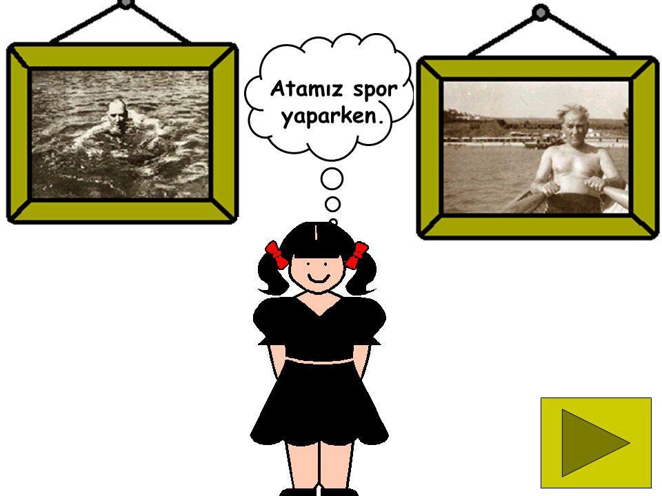 Atatürk yeni Türk harflerini halka öğretirken.