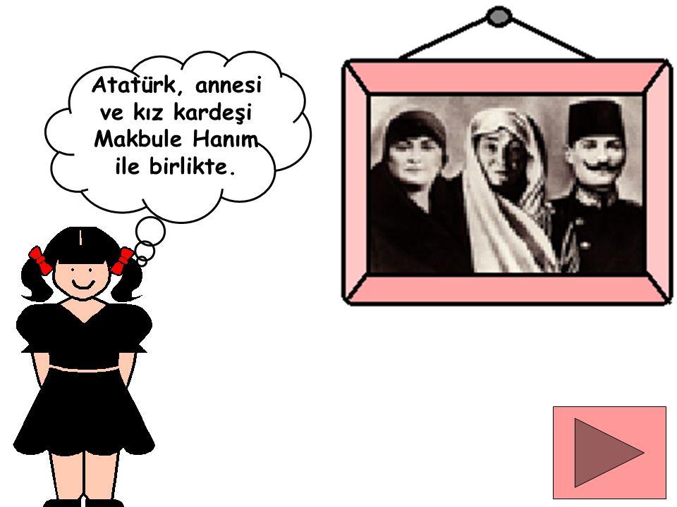 Atatürk, annesi ve kız kardeşi Makbule Hanım ile birlikte.