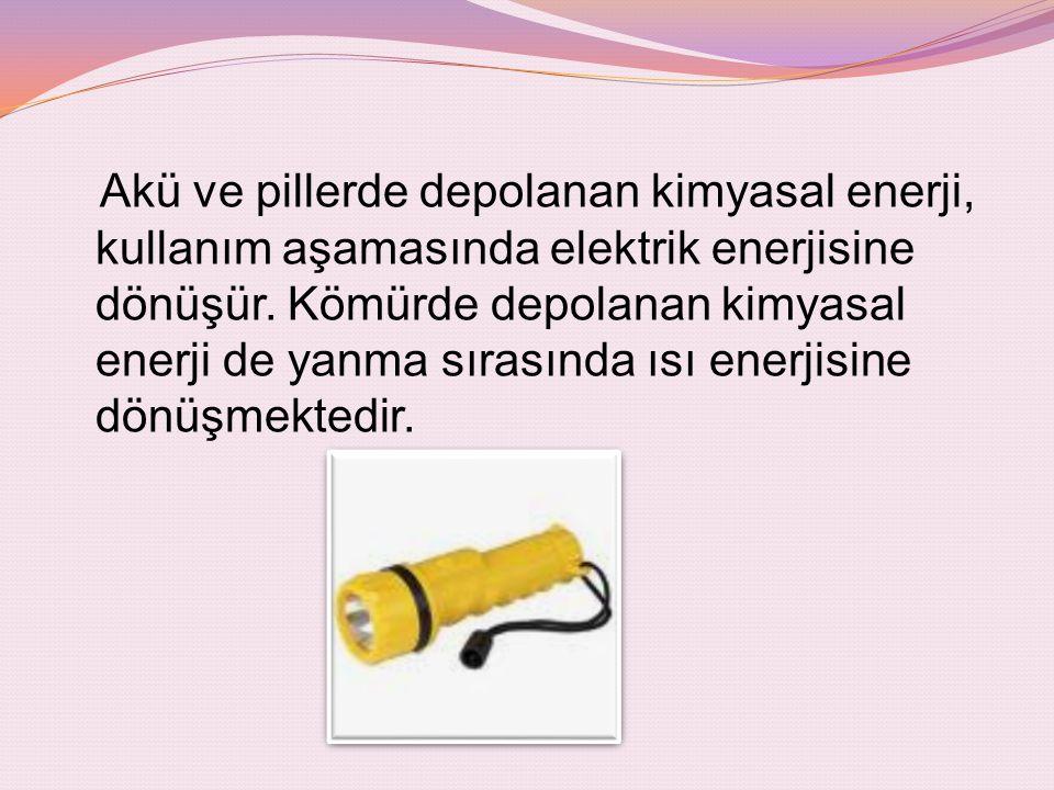 Akü ve pillerde depolanan kimyasal enerji, kullanım aşamasında elektrik enerjisine dönüşür. Kömürde depolanan kimyasal enerji de yanma sırasında ısı e