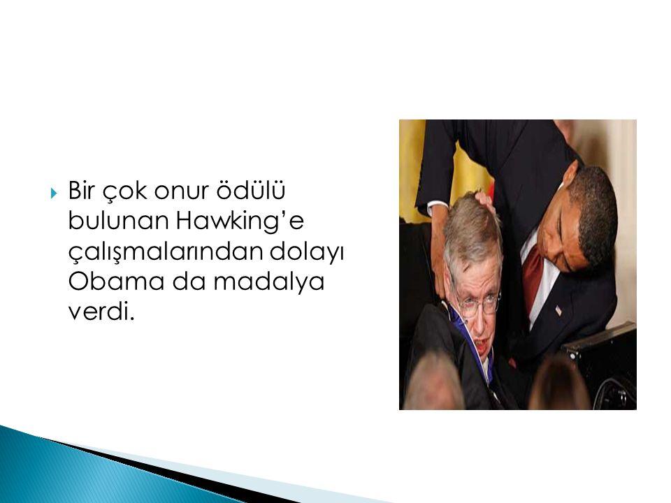  Bir çok onur ödülü bulunan Hawking'e çalışmalarından dolayı Obama da madalya verdi.