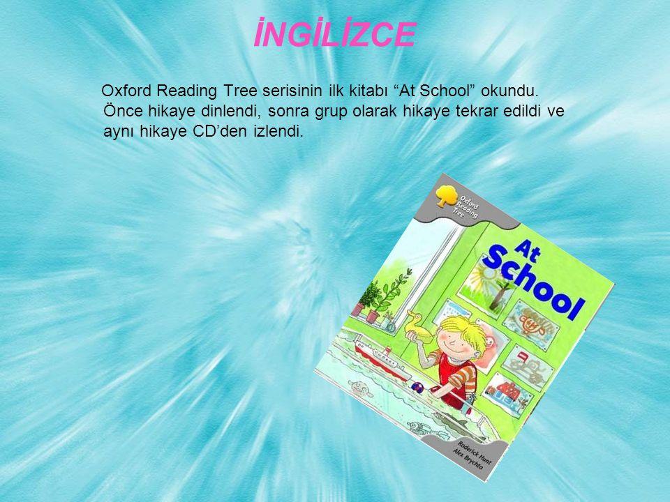 """İNGİLİZCE Oxford Reading Tree serisinin ilk kitabı """"At School"""" okundu. Önce hikaye dinlendi, sonra grup olarak hikaye tekrar edildi ve aynı hikaye CD'"""